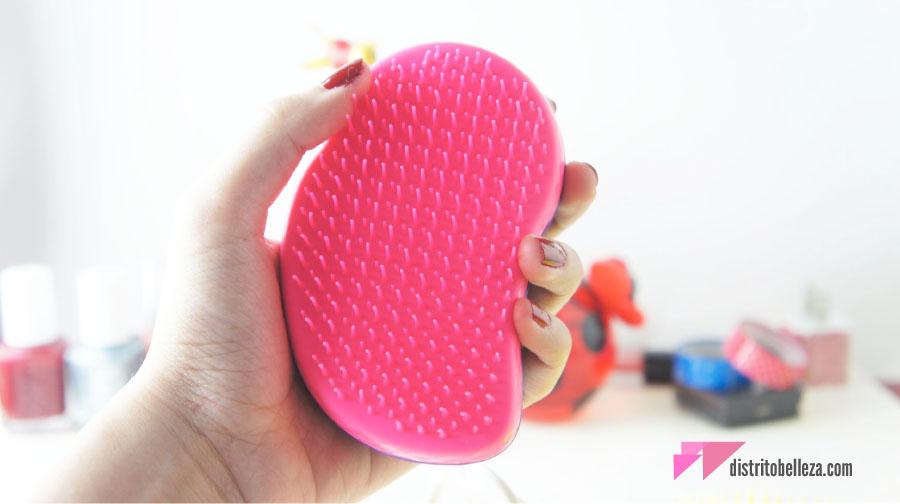 Reseña Cepillo Tangle Teezer en mano