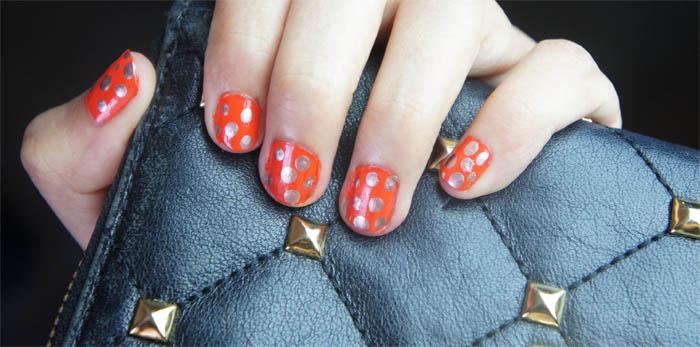 Esmalte con bolitas distrito belleza uñas