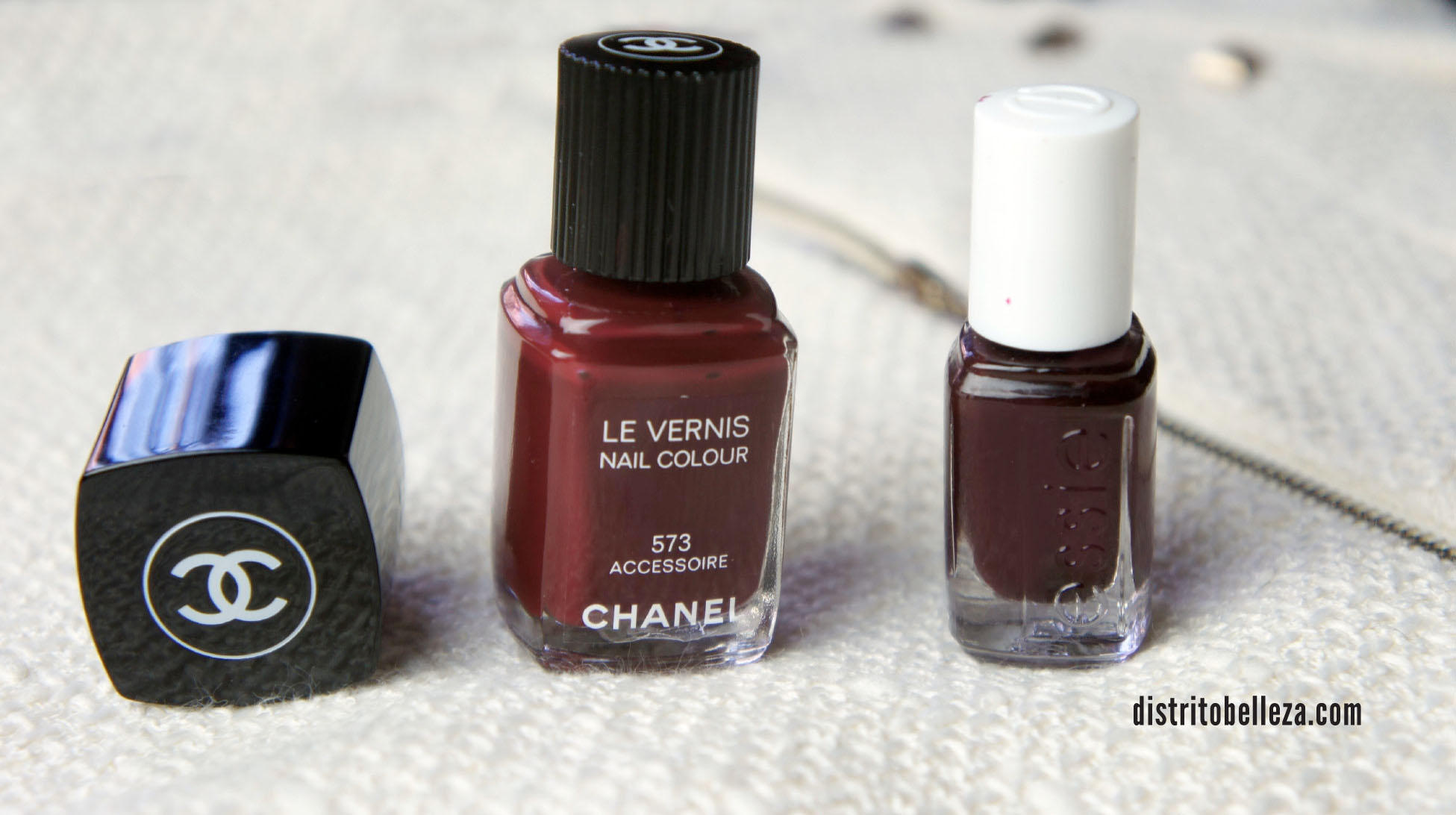 Esmalte Chanel Accesoire vs essie wicked