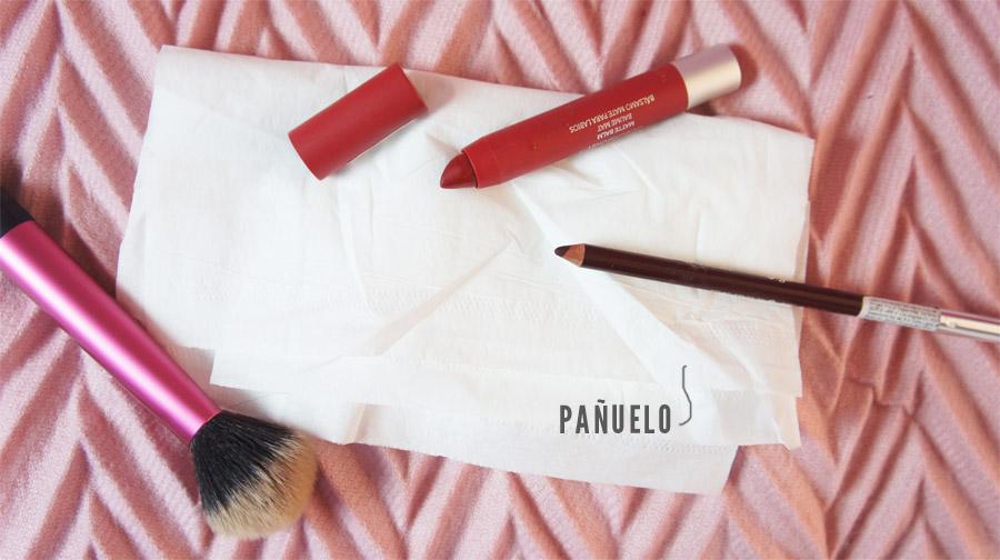 Como hacer que el labial dure más tiempo con un pañuelo