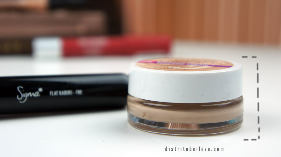 Maquillaje Covergirl Clean Whipped empaque