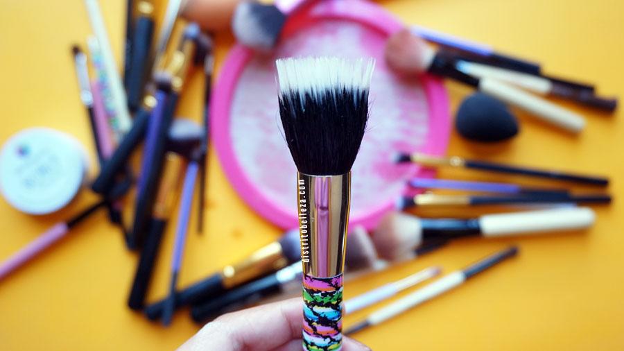 Limpieza de brochas para maquillaje después
