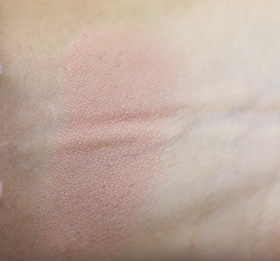 Iluminador The Balm Cindy Lou Manizer swatch