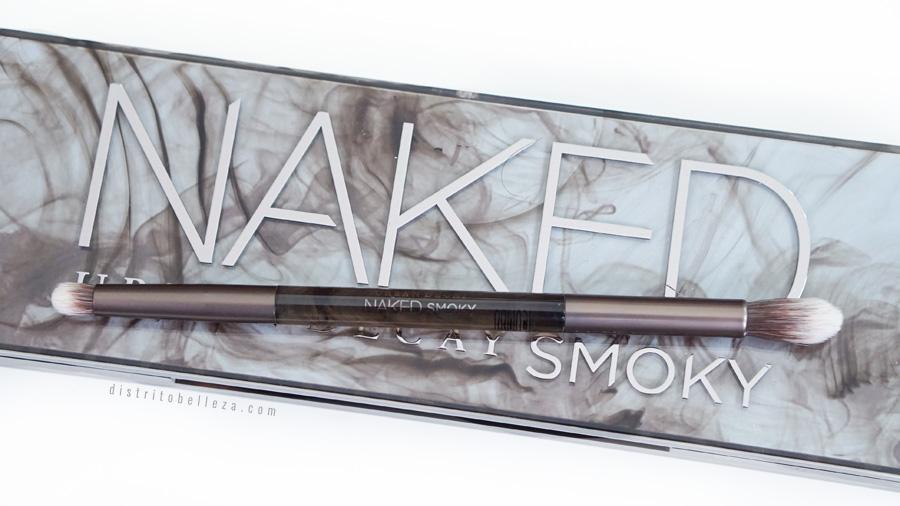 Paleta Naked Smoky Urban Decay brocha